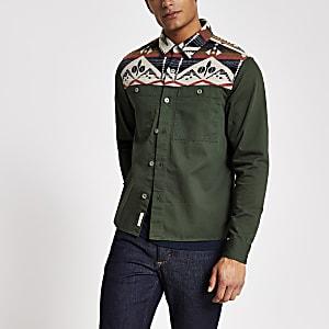Normal geschnittenes Oberhemd in Blockfarben mit Navajo-Muster in Khaki