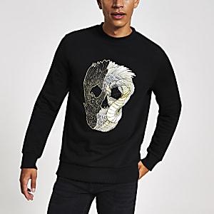 Sweatshirt im Slim Fit mit aufgesticktem Totenkopf in Schwarz