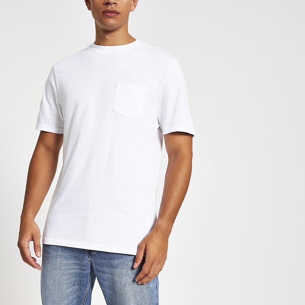 White chest pocket short sleeve T-shirt