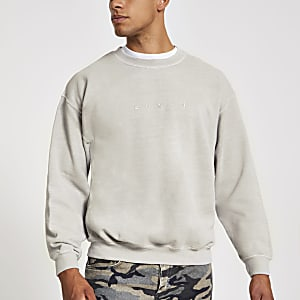 Lichtgrijs sweatshirt met 'Svnth'-borduursel