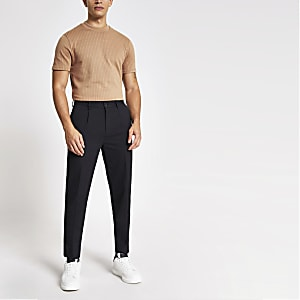 Braunes T-Shirt im Slim Fit mit Tramstreifen-Naht