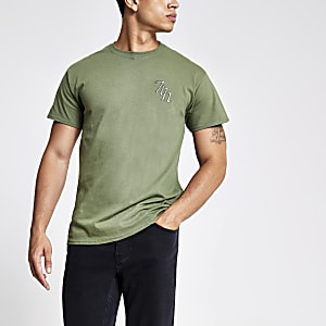 Kaki T-shirt met 'Svnth' in borduursel