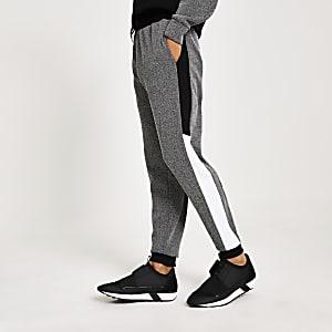 Schwarze Slim Fit Jogginghosen in Blockfarben und mit Fischgrätmuster