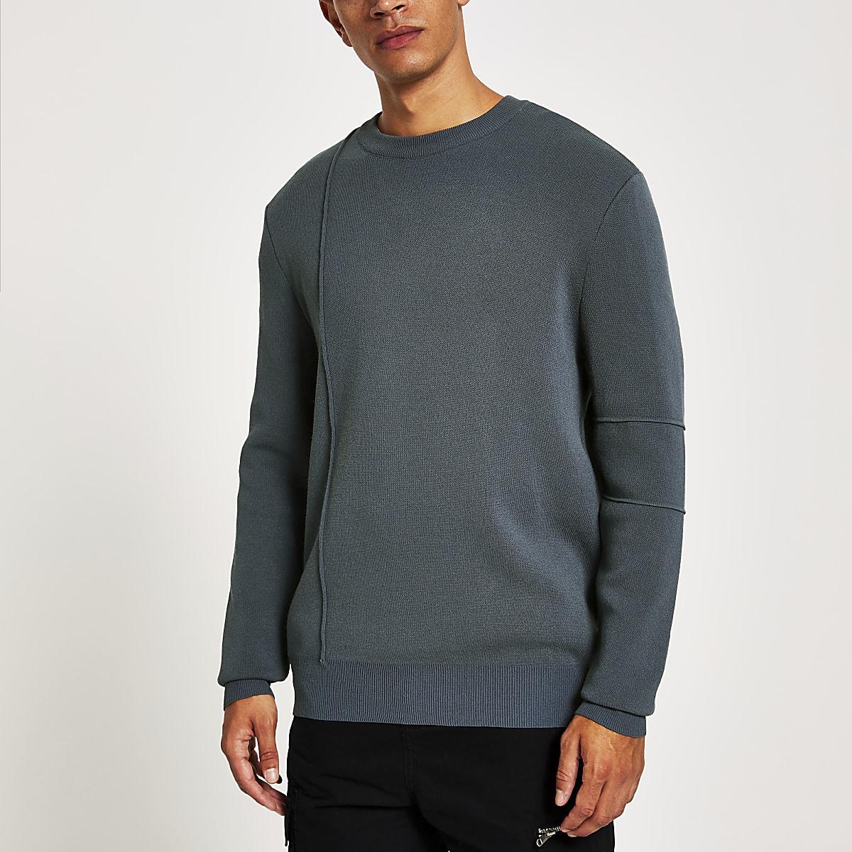 Pull gris foncé à manches longues
