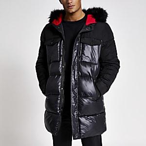 Lange, schwarze Jacke mit Kunstfellkapuze