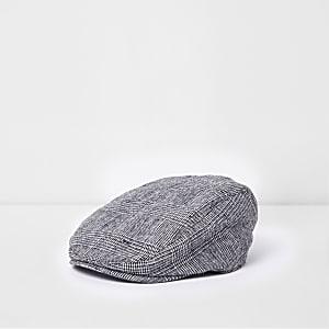 Graue Kappe mit Karos