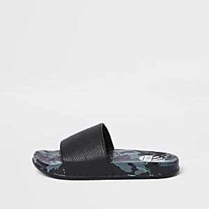 Kaki slippers met camouflageprint voor jongens