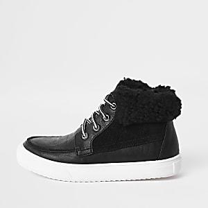 Boys black fleece trim boots