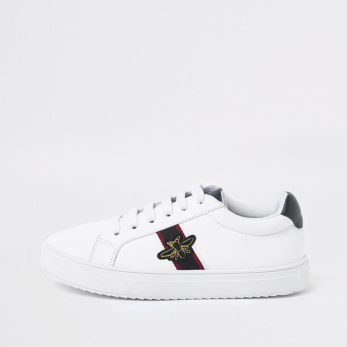 Weiße Sneaker mit Streifen und Bienen-Applikation für Jungen
