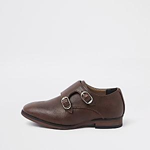 Braune, spitze Schuhe