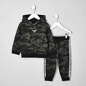 Outfit mit Hoodie