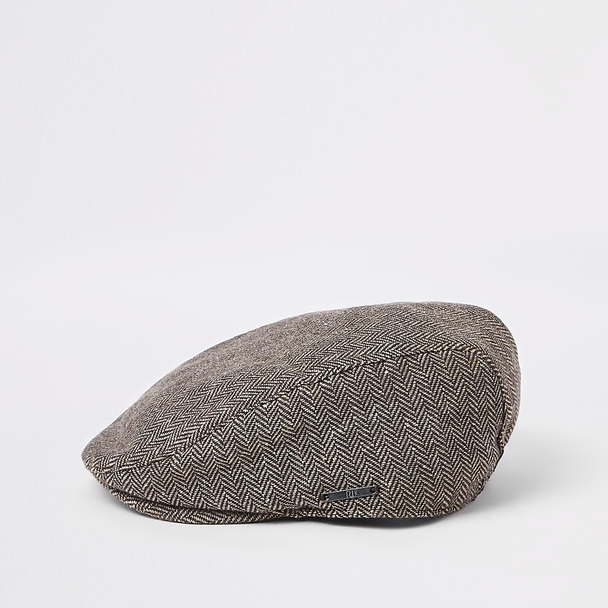 Bruine pet met print en platte klep voor jongens