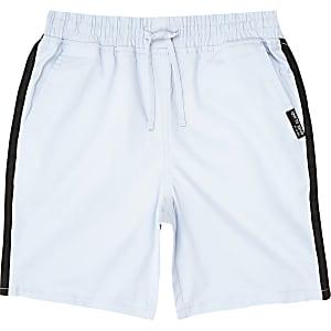 Short droit bleu à bandes latérales pour garçon