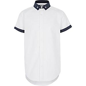Weißes Hemd mit Doppelkragen