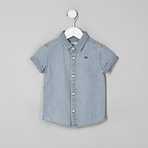 Blaues, kurzärmliges Jeanshemd