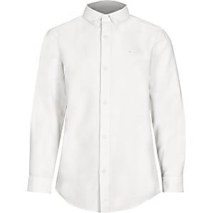 Wit overhemd met knopen op de kraag voor jongens
