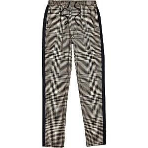 Pantalon marron avec bandes latérales à carreaux pour garçon