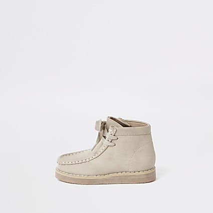 Mini boys beige lace up crepe boots
