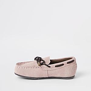 Pinke Schuhe zum Schnüren