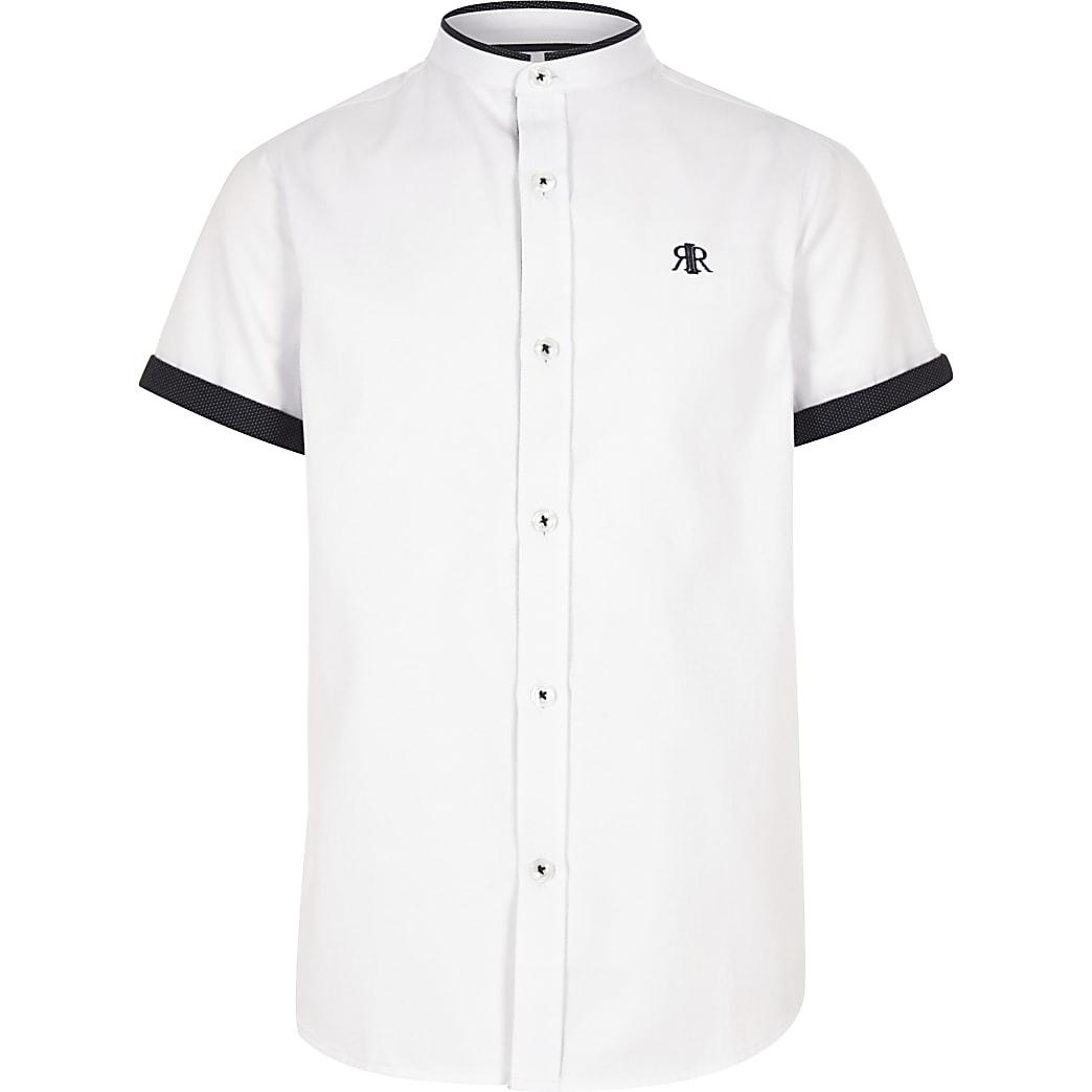 Chemise blanche à bordure contrastante pour garçon