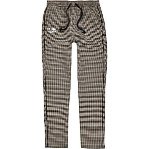 a26e9309bb480 Criminal Damage – Pantalon de jogging noir à bandes latérales pour garçon ·  Pantalon à carreaux marron à bandes latérales pour garçon