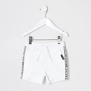 Weiße Shorts zum Hochziehen