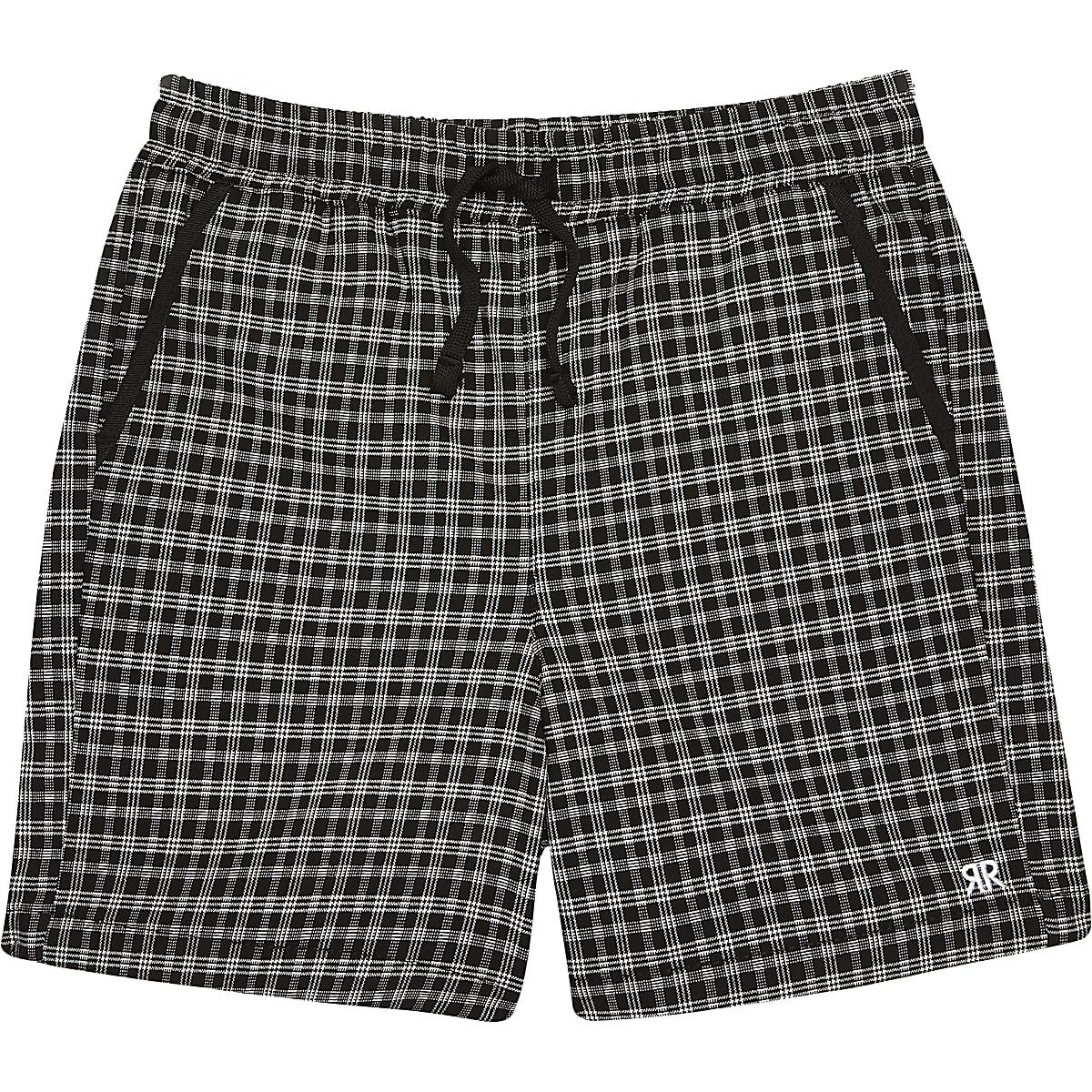 Schwarze, karierte Shorts