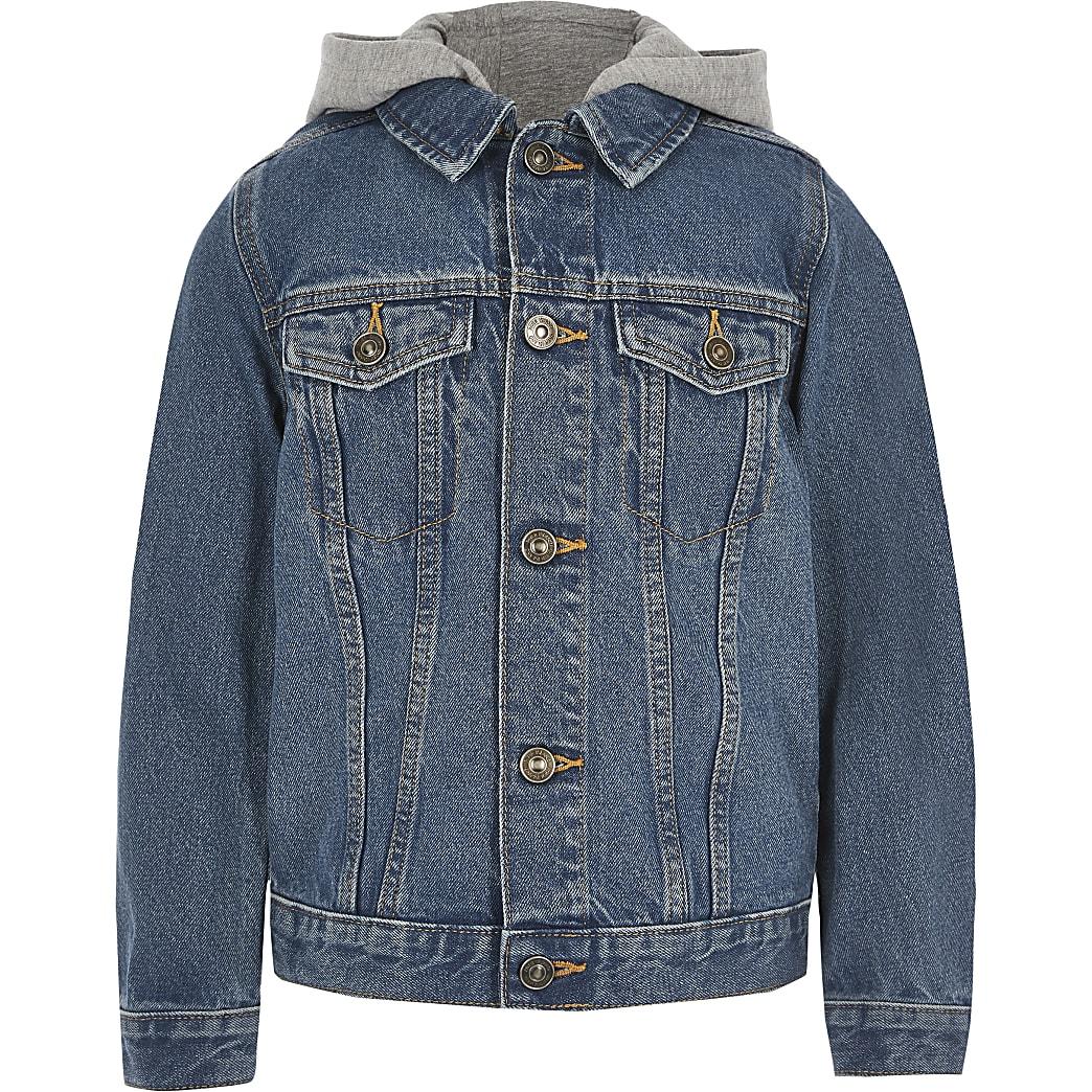 Blaue Jeansjacke mit Kapuze