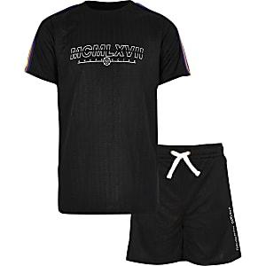 Outfit met zwart T-shirt met bies voor jongens
