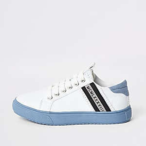 Tennis à lacets blanches avec semelle bleue pour garçon