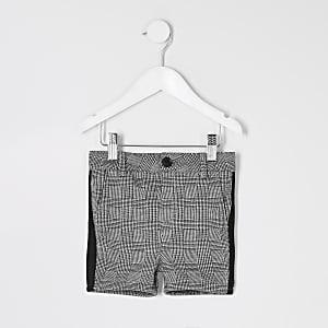 Graue, karierte Shorts mit Zierstreifen