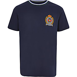 T-shirt bleu marine à écusson pour garçon