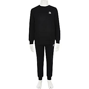 Outfit mit schwarzem Sweatshirt