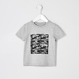 Grau meliertes T-Shirt mit Camouflage-Muster