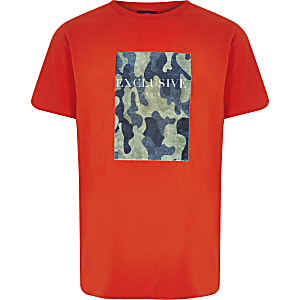 Oranges T-Shirt mit Camouflage-Muster
