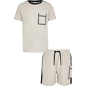 Outfit met kiezelkleurig utility-T-shirt voor jongens