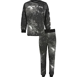 Zwarte pyjamaset met 'MCMLXVIII'-tekst voor jongens