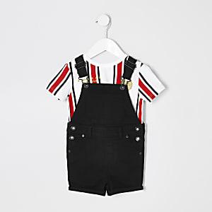 Outfit mit schwarzer, kurzer Latzhose