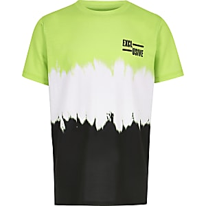 Grünes, verwaschenes T-Shirt
