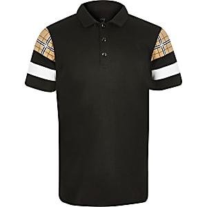 Schwarzes Polohemd in Blockfarben