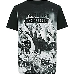 Schwarzes bedrucktes Mountain-T-Shirt
