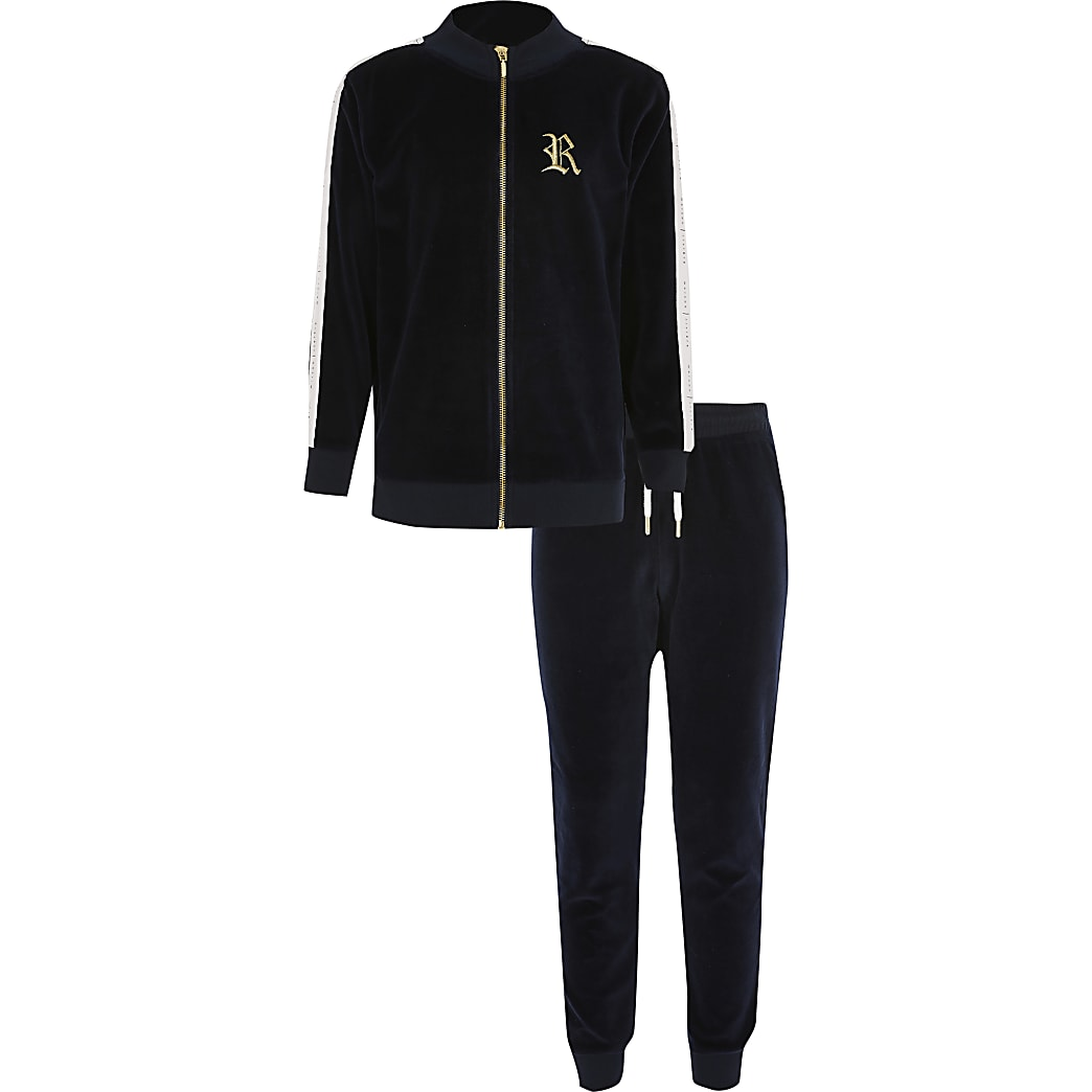 Marineblauwe velours hoodie outfit voor jongens