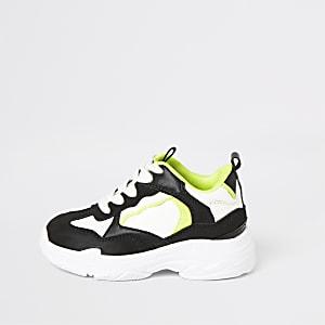 Robuste Sneaker in Schwarz und Neon für kleine Jungen