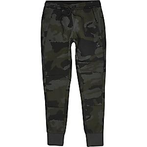 Jack and Jones – Khakifarbene Jogginghosen mit Camouflageprint für Jungen