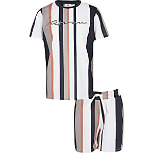 Outfit met kiezelkleurig gestreept T-shirt van mesh voor jongens