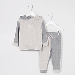 Outfit für kleine Jungen mit steingrauem Velours-Hoodie in Blockfarben