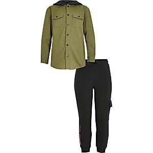 Outfit für Jungen mit khakifarbenem Jeanshemd mit Kapuze