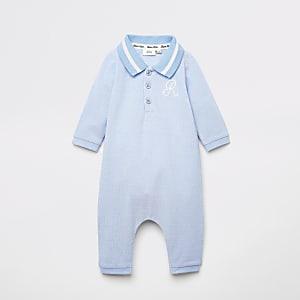 Blauwe poloshirt babygrow met geborduurd R-monogram voor baby's