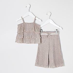 Mini – Outfit in Roségold mit plissiertem Rüschentop