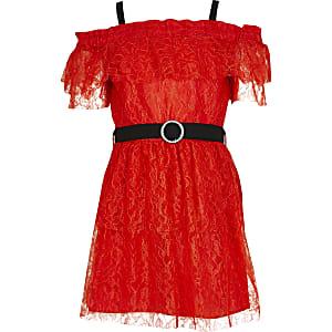 Rode jurk met ceintuur, kant, ruches en bardotprint voor meisjes